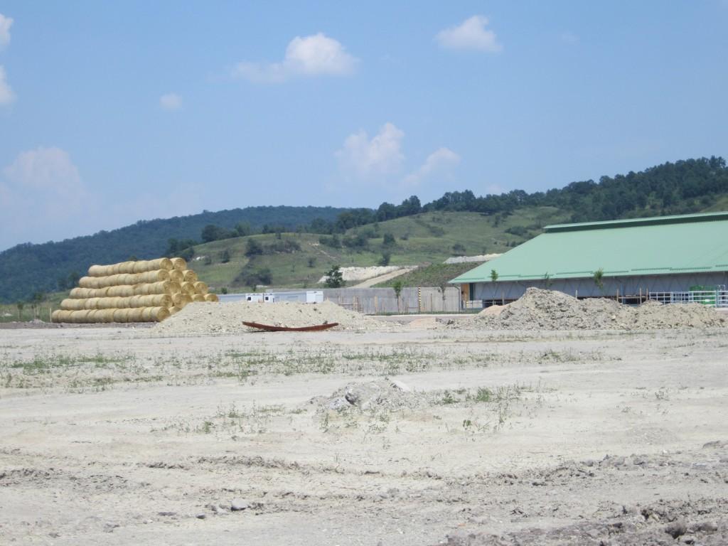 ...Akkor a gabonasilók helyett egy bő hónappal a projekt vége után is csak holdbéli tájat láthatunk