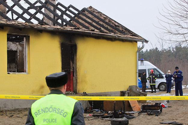 Tatárszentgyörgyön egy 27 éves férfit és a kisfiát lőtték agyon a romagyilkosok  Fotó: Népszabadság