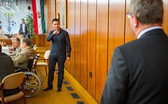 Czeglédy Csaba állítja, törvényileg is mentesült a jogkövetkezmények alól.