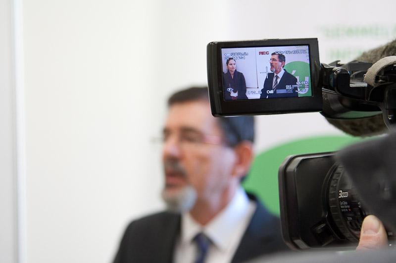Dr. Szél Ágoston, a SOTE rektora ellenzi az általa irányított intézmény szokásjogon alapuló beszerzéseit. Fotó: semmelweis.hu
