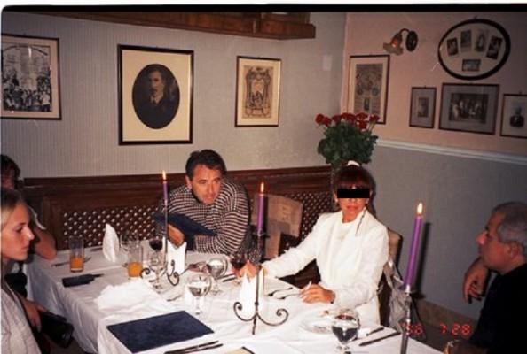 Az energolos Drobilich Gábor és felesége a Művészinasban, Portikék társaságában  Fotó: PS