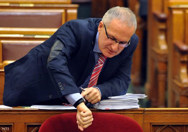 Csak idő kérdése. Az Országgyűlés bizottsága rövid idő alatt dönthet Simon Gábor mentelmi jogának a felfüggesztéséről, a szocialista politikus meghallgatására ezután kerülhet sor. Fotó: index.hu