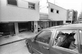 1998. március 16 - án robbantás történt Torgyán József, az FKGP elnökének rózsadombi társasházi lakásán. Személyi sérülés nem történt. Fotó: Alfahír.hu
