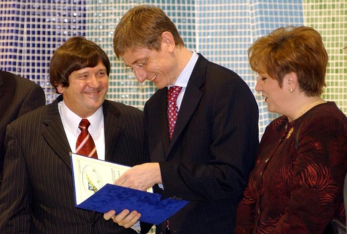 Feigli Ferenc (balra) MSZP-s polgármesterként sokáig meghatározó politikai szerepet töltött be a térségben. Barcs első embere 2006-ban Gyurcsány Ferenc és Lamperth Mónika társaságában avatta fel a helyi rekreációs termálközpontot. Fotó: MTI/Kálmándy Ferenc