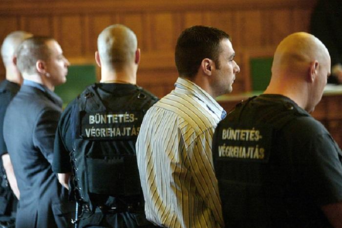 Kaiser Ede (b2) és Hajdú László (j2)Szebenyi Istvánnak köszönhetik, hogy már nem kell viselniük a móri gyilkosok bélyegét. Fotó: Nol.hu