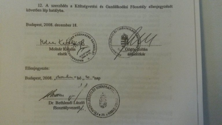 A szocik ötszázmillióval tömték ki a kazári Leader egyesületet. A támogatási szerződést Gőgös Zoltán és a település szocialista polgármestere írta alá. Fotó: PestiSrácok.hu
