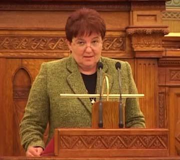 Molnár Katalin, Kazár polgármestere.