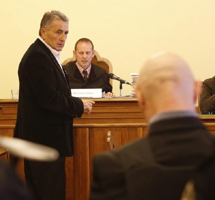 Drobilich Gábor vallomást tesz a Fenyő-gyilkosság ügyében. Háttal a tettesként megvádolt Jozef Rohác Fotó: FG