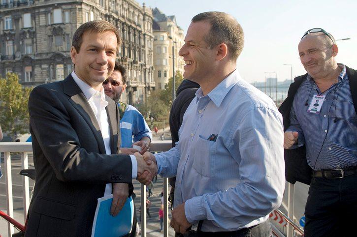 Bajnai Gordon és Juhász Péter a Milla 2012. október 23-i tüntetésén Budapesten. Egymásra találtak. Fotó: Koszticsák Szilárd/MTI