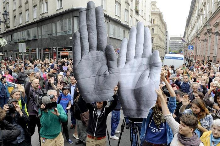 Szeptemberi tiltakozás a norvég pénzeket osztó szervezetek elleni vizsgálat, ellenőrzés, hatósági fellépés miatt. Fotó: nol.hu