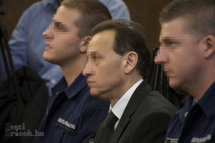 Az ügyészség  többek között költségvetési csalással vádolja a diszkópápát és vádlott társait. Fotó: Mészáros Péter/PS