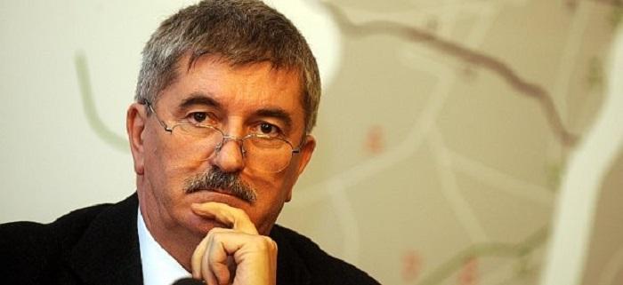 A vád szerint az egykori MVM vezér, Kocsis István fizetett a tábornoknak, hogy kimossa őt a jelenleg is folyó bűnperéből Fotó: 168óra.hu