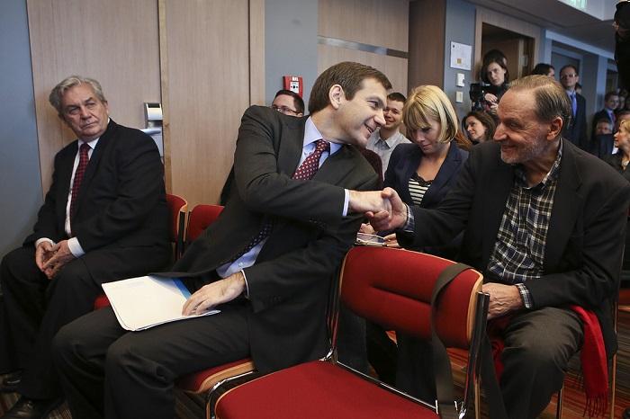 Chikán Attila, Bajnai Gordon és Bitó László a Haza és Haladás 2013-as gazdasági programjának ismertetésén. Fotó: Huszti István/Index