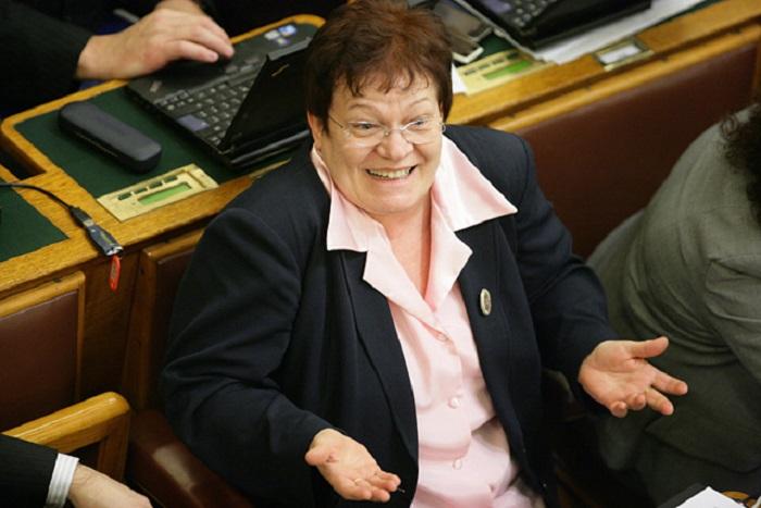 Szűcs Erika jó szolgálatot tehetett a Gyurcsány-klánnak, ugyanis egészen a miniszterségig vitte. Fotó: origo.hu
