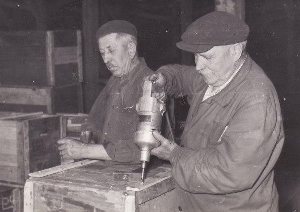 B. Szabó István (jobbra) szabadulása után segédmunkásként dolgozott / Forrás: Tortenelemportal.hu
