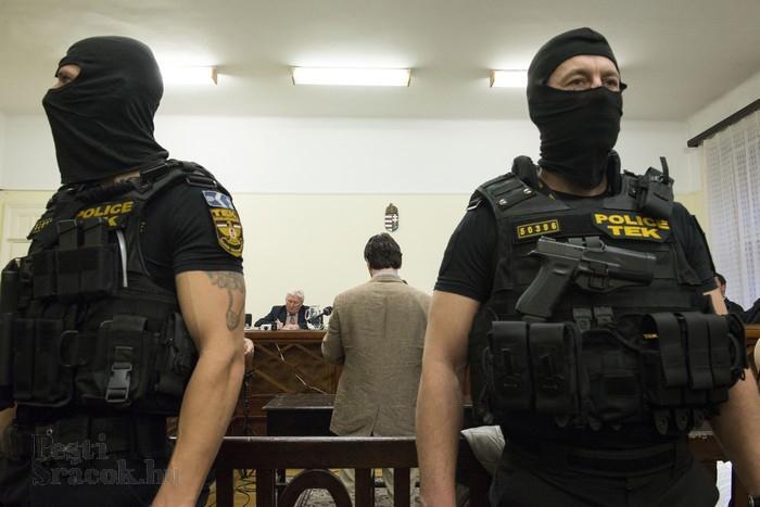Kommandósok gyűrűjében Portik Tamás Fotó: Mészáros Péter/PestiSrácok.hu