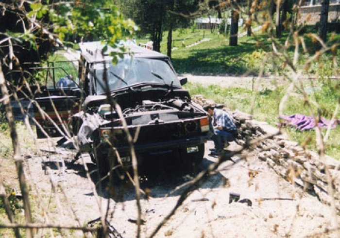 robbantás kocsi mti