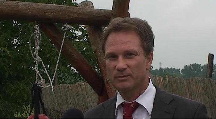 Az ALPLA ügyvédje, Kölcsey-Rieder Roland szerint minden szabályos és törvényes volt, sőt, igazából ügyfele a károsult az ügyben. Fotó: youtube.com