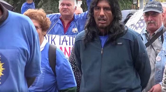 DK-s demonstrálók a józsefvárosi ünnepségen. Fotó: magyaridok.hu