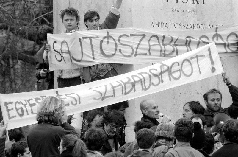 Pákh Tibor beszél 1988-ban / Fotó: MTI