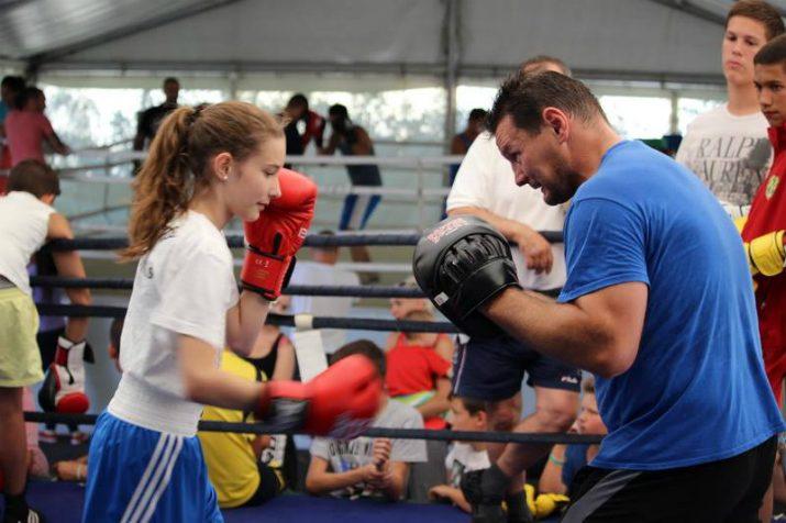 Még a lányok is kíváncsiak voltak milyen lehet Madárral a ringben Fotó: Facebook.com