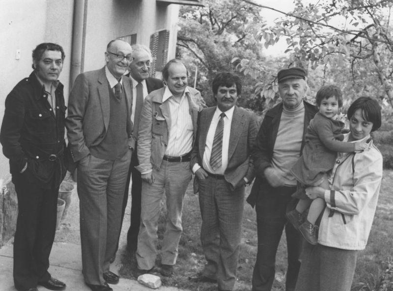 Csoóri Sándor, Cs. Szabó László, Szántó Tibor, Kodolányi Gyula, Juhász Ferenc, Illyés Gyula, Kodolányi Judit és Illyés Mária (Budapest, 1980) / Fotó: PIM.hu