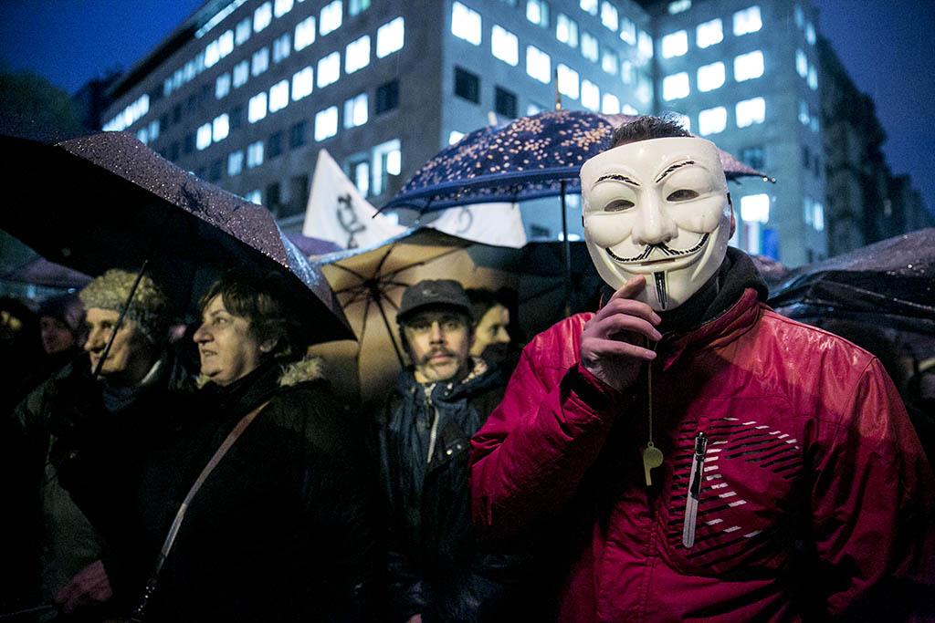 Esőben tüntettek a tanárok Budapesten 2016.02.03. foto:Horváth Péter Gyula