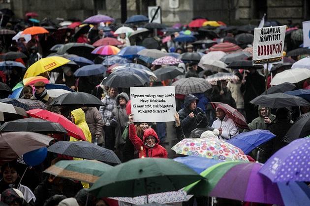 Parlament előtt tüntettek a tanárok 2016.02.13. foto:Horváth Péter Gyula