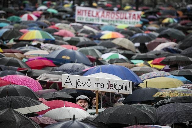 Parlament előtt tüntettek a pedagógusok 2016.02.13. foto:Horváth Péter Gyula
