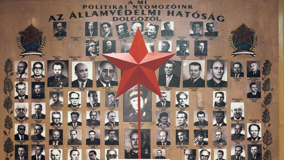 Szégyenfal / Fotó: Terrorhaza.hu