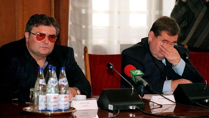 Budapest, 2000. november 30. Kiss Ernő dandártábornok és Tonhauser László nyugalmazott rendőrezredes az Országgyűlés olajügyeket vizsgáló bizottságának ülésén a Parlamentben. MTI Fotó: Bruzák Noémi