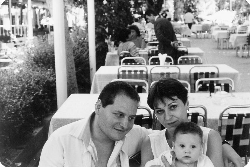 Carlos és Kopp közös gyerekükkel (a pár Budapesten is együtt élt) / Fotó: Spiegel.de