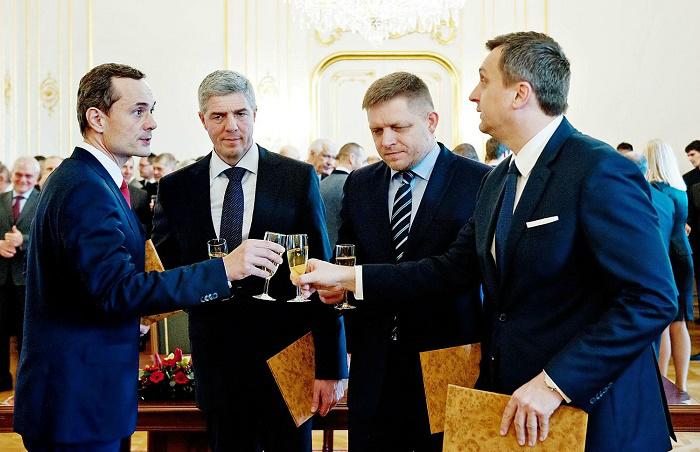 Radoslav Procházka (Siet), Bugár Béla (Most-Híd), Robert Fico (Smer-SD) és Andrej Danko (SNS) Fotó: AFP