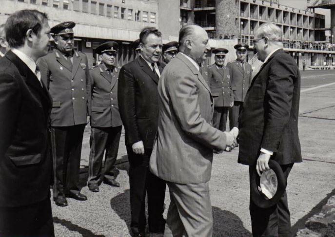 Biszku Béla fogadja a KGB főnökét, Jurij Andropovot, Biszku mögött Benkei András várakozik / Fotó: Fotó: Issuu.com