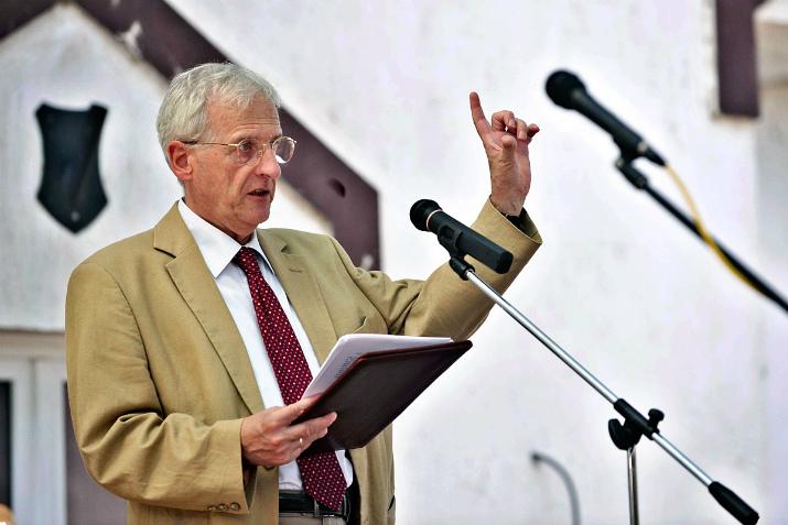 Sólyom László, volt köztársasági elnök állítja, az iskolának olyan szigetet kell alkotnia, amely képessé teszi a gyerekeket az ellenállásra mindazzal szemben, amit a televízióban és az utcán látnak Fotó: nol.hu