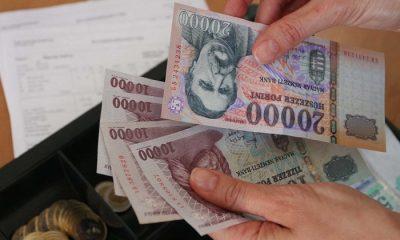 Jövedelemfizetési lap bérkifizetés pénz forint 20090819 Fotó: Katona Vanda/Napi
