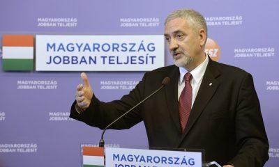 Budapest, 2016. május 10. Halász János, a Fidesz-frakció szóvivõje sajtótájékoztatót tart a kvótareferendumról a Képviselõi Irodaházban 2016. április 8-án. MTI Fotó: Bruzák Noémi