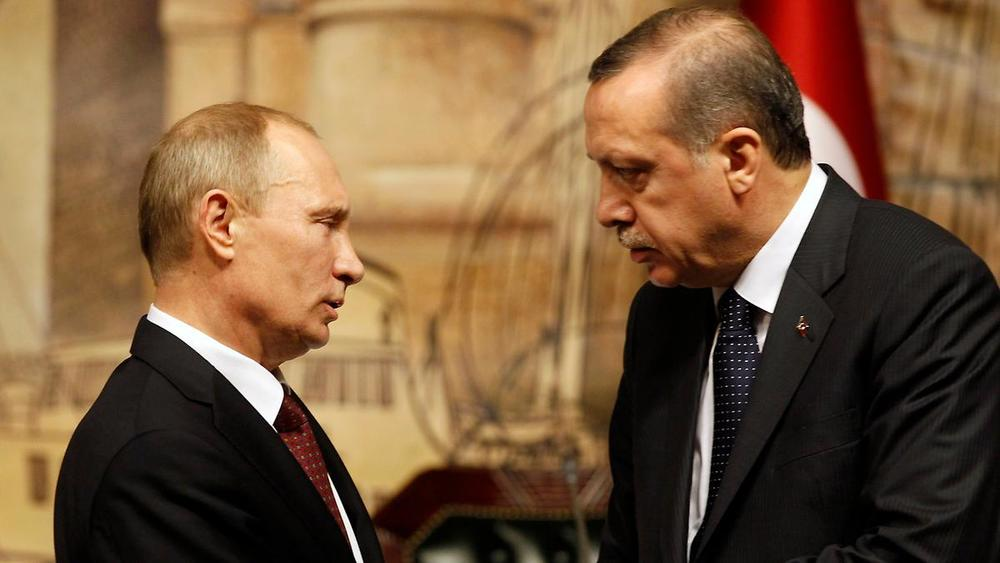 Putyin megszorongatta Erdoğant (kép: armmuseum.ru)