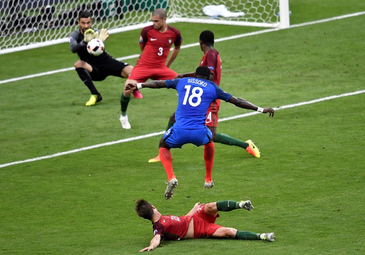 Sissoko lábában is ottmaradt a győztes gól (kép: uefa.com)