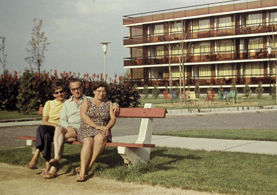 Széplak, háttérben az üdülő, a kép illusztráció /Fortepan.hu