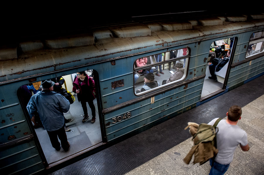 Nehéz eldönteni, milyen érdekek miatt nem kerül pont a sürgősen felújítandó 3-as metró pótlásának ügyére - Fotó: Valasz.hu