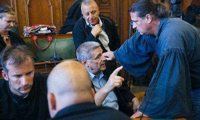 Budaházy György az ellene és tizenhat társa ellen terrorcselekmény bűntette miatt indult per tárgyalásán, az ítélethirdetés után a Fővárosi Törvényszék tárgyalótermében 2016. augusztus 30-án. A bíróság elsőfokú ítéletében tizenhárom év fegyházbüntetésre ítélte a terrorcselekménnyel, testi sértéssel, kényszerítéssel vádolt Budaházy Györgyöt. Rendbontások miatt, a bíró kérésére a rendőrök kiürítették a hallgatóság részére fenntartott karzatot. Fotó: Horváth Péter Gyula