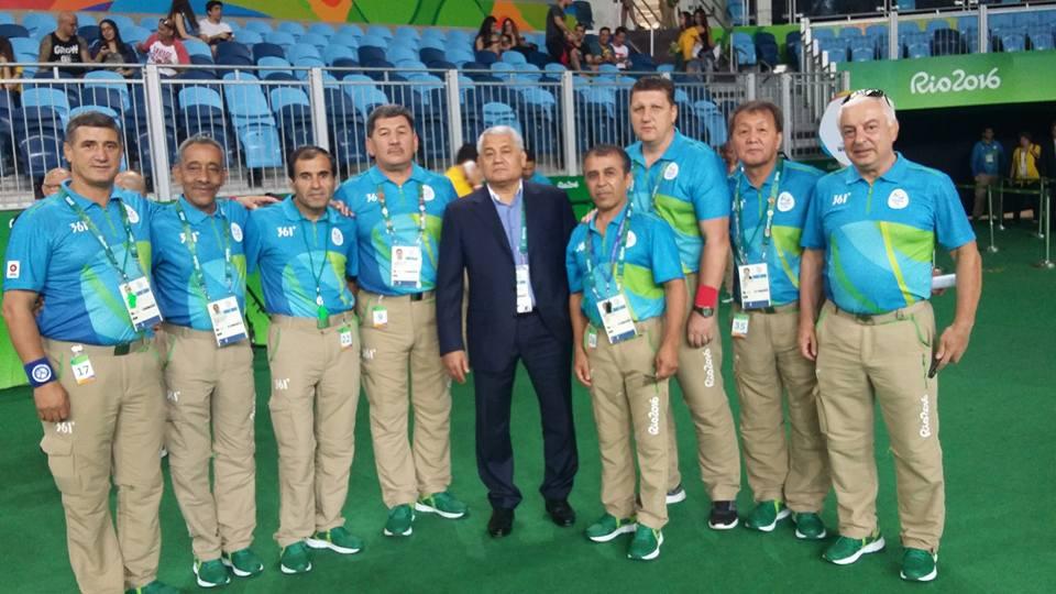 A bíró, a kirgiz Kocskor Kulmatov (jobbról a második) sok üzenetet kapott Magyarországról Lőrincz meccse után, pedig a szlovén szőnyegelnök, Stanislav Šernek is kellett a csalás lebonyolításához. (kép: facebook.com/Hijran Sharifov)