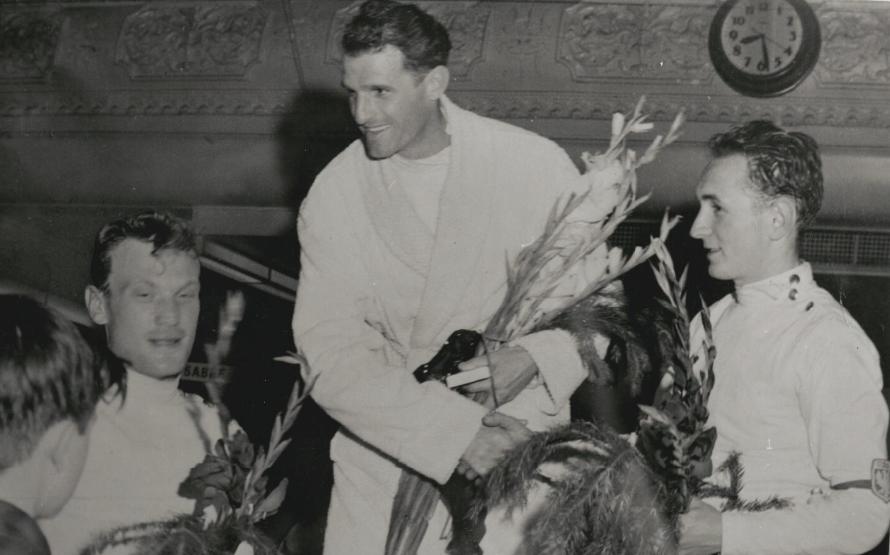 1956, dobogó, középen Kárpáti Rudolf / Fotó: Nla.gov.au
