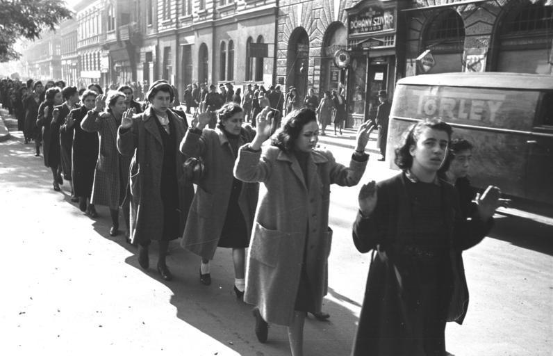 Sokan bízták családtagjaikra, szomszédaikra, barátaikra értékeiket / Forrás: Wikipedia.hu