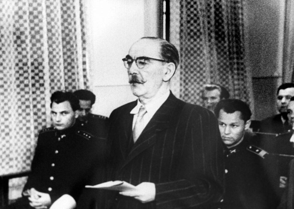 Saját elvtársai bírósága előtt végezte ő is (kép: magyaridok.hu)