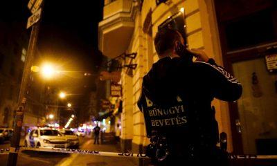 Budapest, 2016. szeptember 25. Bûnügyi nyomozó telefonál 2016. szeptember 25-én a fõvárosi Király utca és a Teréz körút keresztezõdéséhez közel, ahol ismeretlen eredetû robbanás történt 24-én késõ este az egyik földszinti üzlethelyiségben. Az elsõdleges információk szerint két ember megsérült, a mentõk kórházba szállították õket. A rendõrség körbezárta a környéket, vizsgálják a robbanás körülményeit. MTI Fotó: Balogh Zoltán