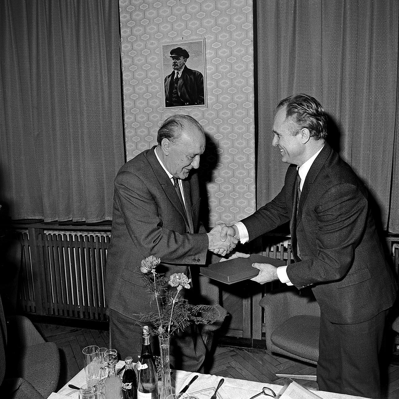 Kommunisták: Kádár, Lenin (a falon) és Katona / Fotó: Nol.hu