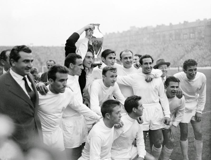 Puskás Ferenc az egyik BEK-győzelmet ünnepli / Forrás: Wikipedia.com