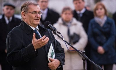 Lakitelek, 2016. október 22. Lezsák Sándor, az Országgyûlés alelnöke, a térség országgyûlési képviselõje beszédet mond az 1956-os forradalom és szabadságharc 60. évfordulójának évfordulóján tartott megemlékezésen Lakiteleken 2016. október 22-én. MTI Fotó: Ujvári Sándor